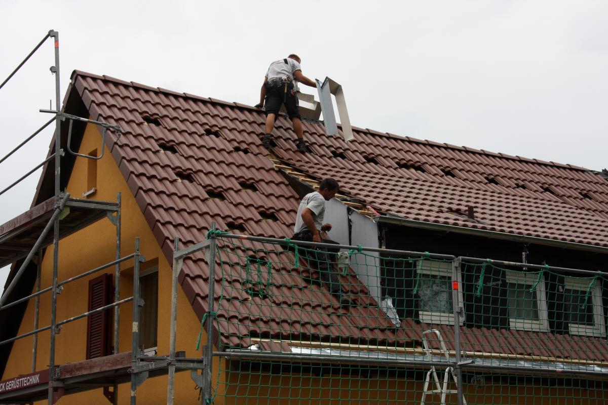 Tag 6 (Mit): Verkleidung Kamin und Dachgaube in Arbeit