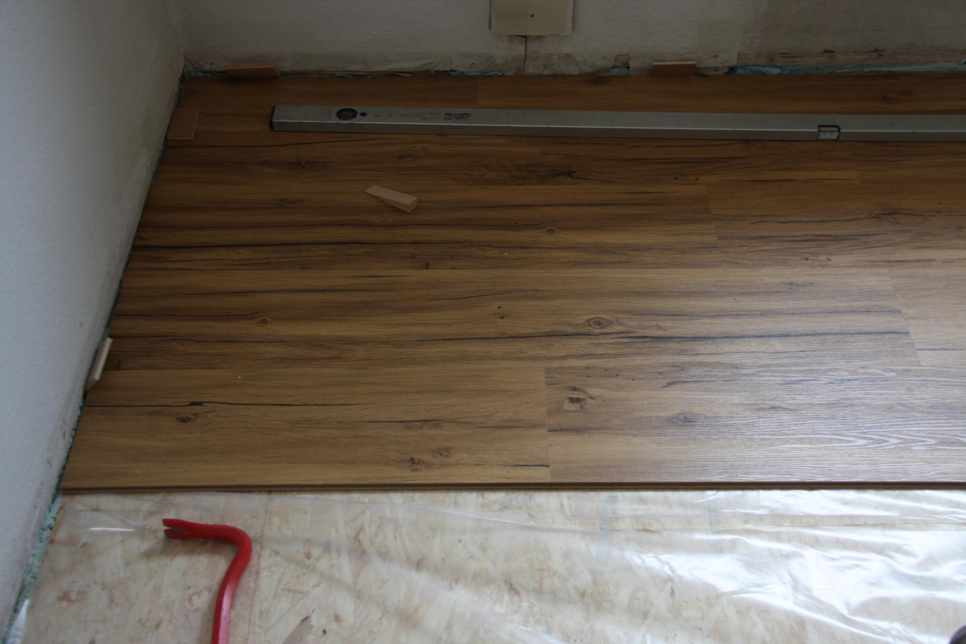 parkett in der k che es geht um idee design bild und beispiel f r haus. Black Bedroom Furniture Sets. Home Design Ideas