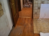 Blick von Küche in Gang, alter Boden noch drin