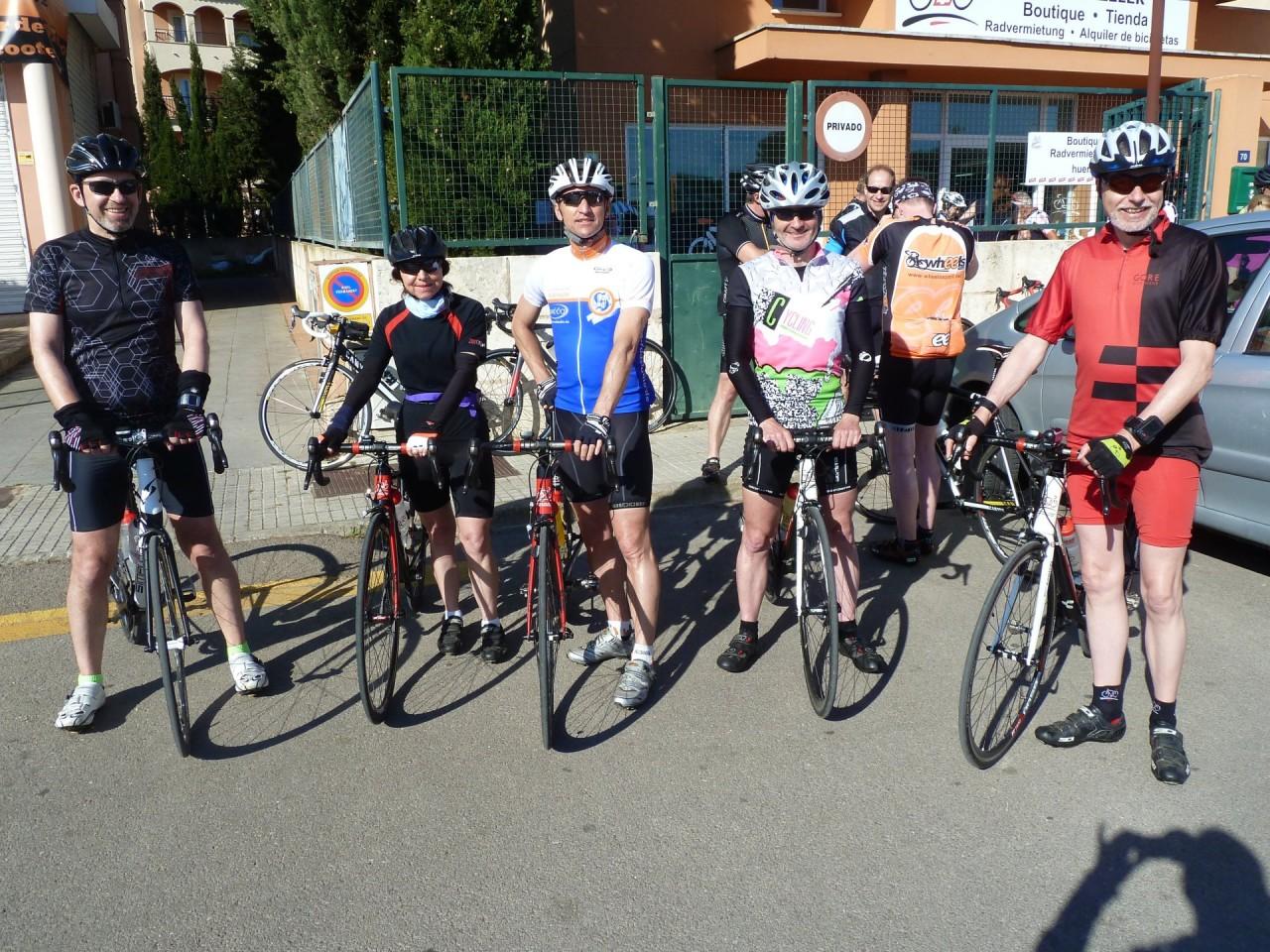 Tour-Start ... von links: Wolfgang, Brigitte, Jürgen, Ralf und Hartmut