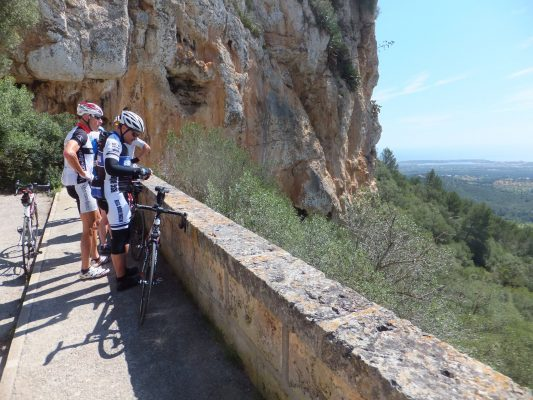 Am Castillo Santueri (bei Sant Salvador): Bernd und Herbert